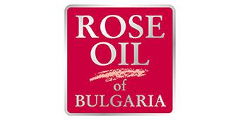 Kosmetyki różane Rose Oil z naturalnym olejkiem różanym z róży damasceńskiej z Bułgarii.